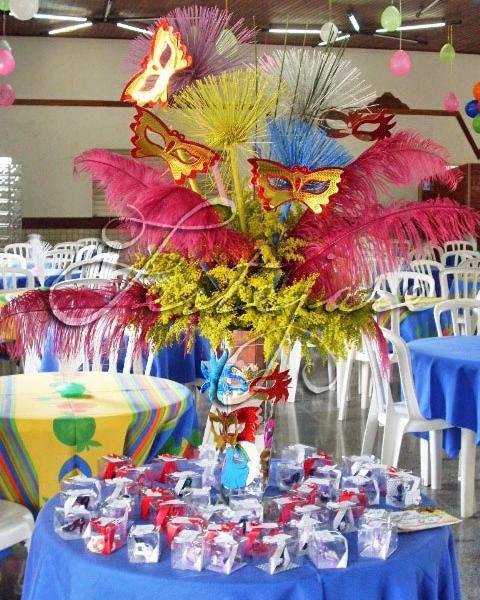 festa-a-fantasia-09-vaso-alto-para-mesa-de-lembrancinhas-com-plumas-papiros-flores-e-mascaras1